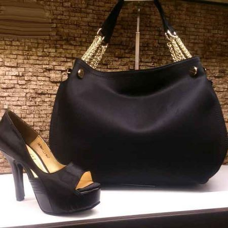 [تصویر:  The-latest-models-of-women-s-bags-and-sh...-20152.jpg]