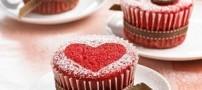 کیک های قرمز رنگ مخملی برای روز عشق