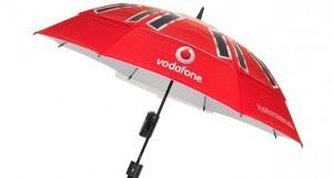 شارژ گوشی با استفاده از این چتر  !