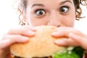 عوامل اصلی پرخوری در زنان !!