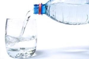 بدن انسان به چه مقدار آب در روز نیاز دارد ؟