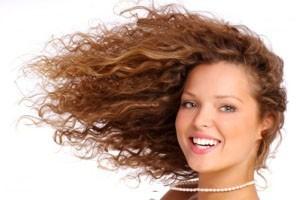 نکاتی برای خانم هایی با موهای خشک و مجعد