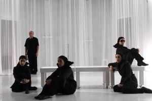 نگاه های رمزآلود بازیگران در نمایشنامه سیمرغ