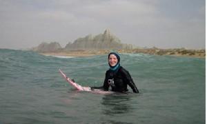 روایت زن ایرلندی از موج سواری در سواحل چابهار