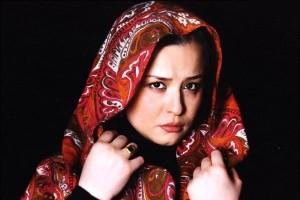 مهراوه شریفی نیا بر بالین مادری قهرمان!