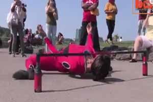 دختر 22 ساله که با اندامش همه را حیرت زده می کند (عکس)